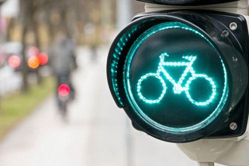 bicicletta semaforo verde