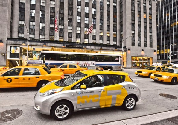 taxi elettrici nissan leaf new york