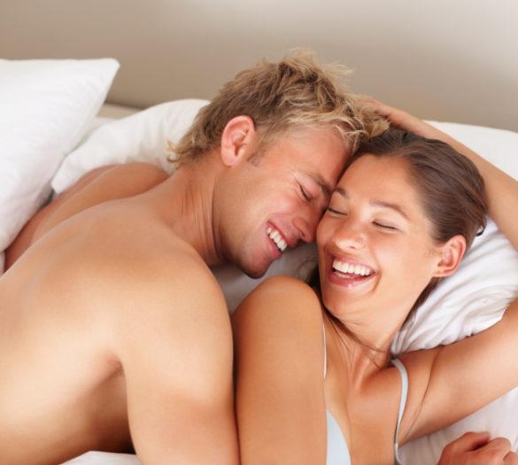 benefici del sesso coppia letto