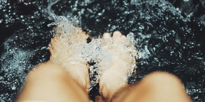pediluvio per i piedi gonfi
