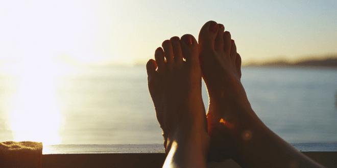 rimedi naturali per i piedi gonfi