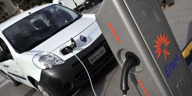 auto elettrica ricarica Bari